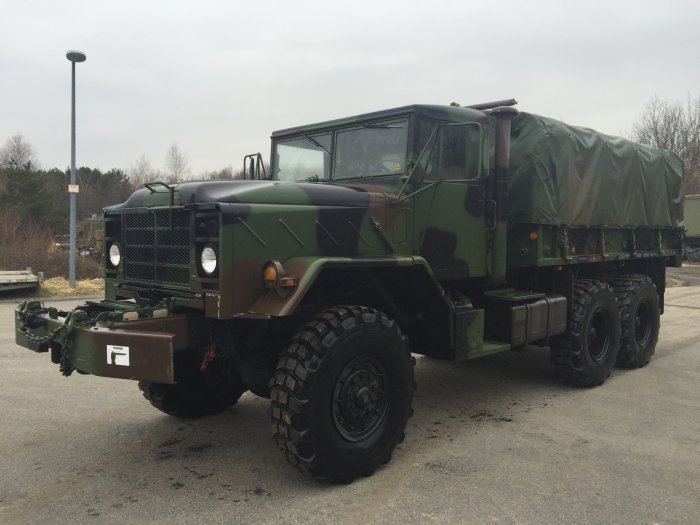 Reo BMY M-925 A1 5 ton US Army cargo truck with winch