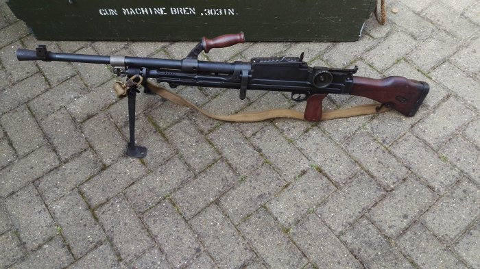 1942 Mk1 Inglis Bren with spare parts kit, tools and box mags