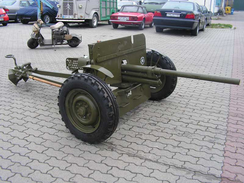 us 37mm anti tank gun and german pak36 anti tank gun reproduction